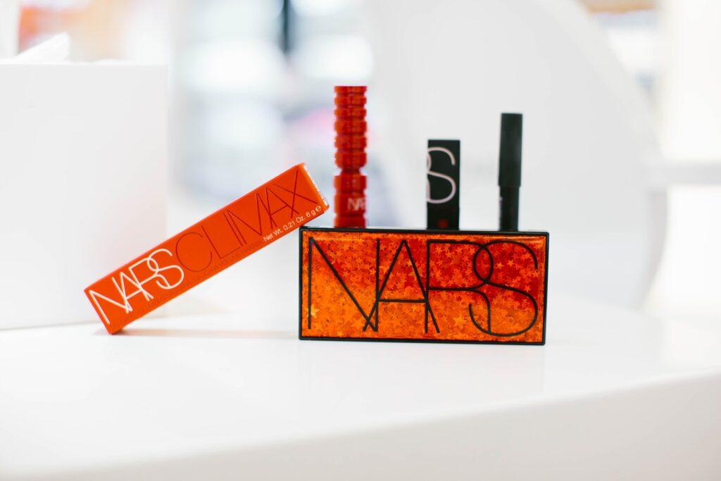 immagine dei mascara del marchio Nars della linea climax su sfondo bianco mascara perfetto